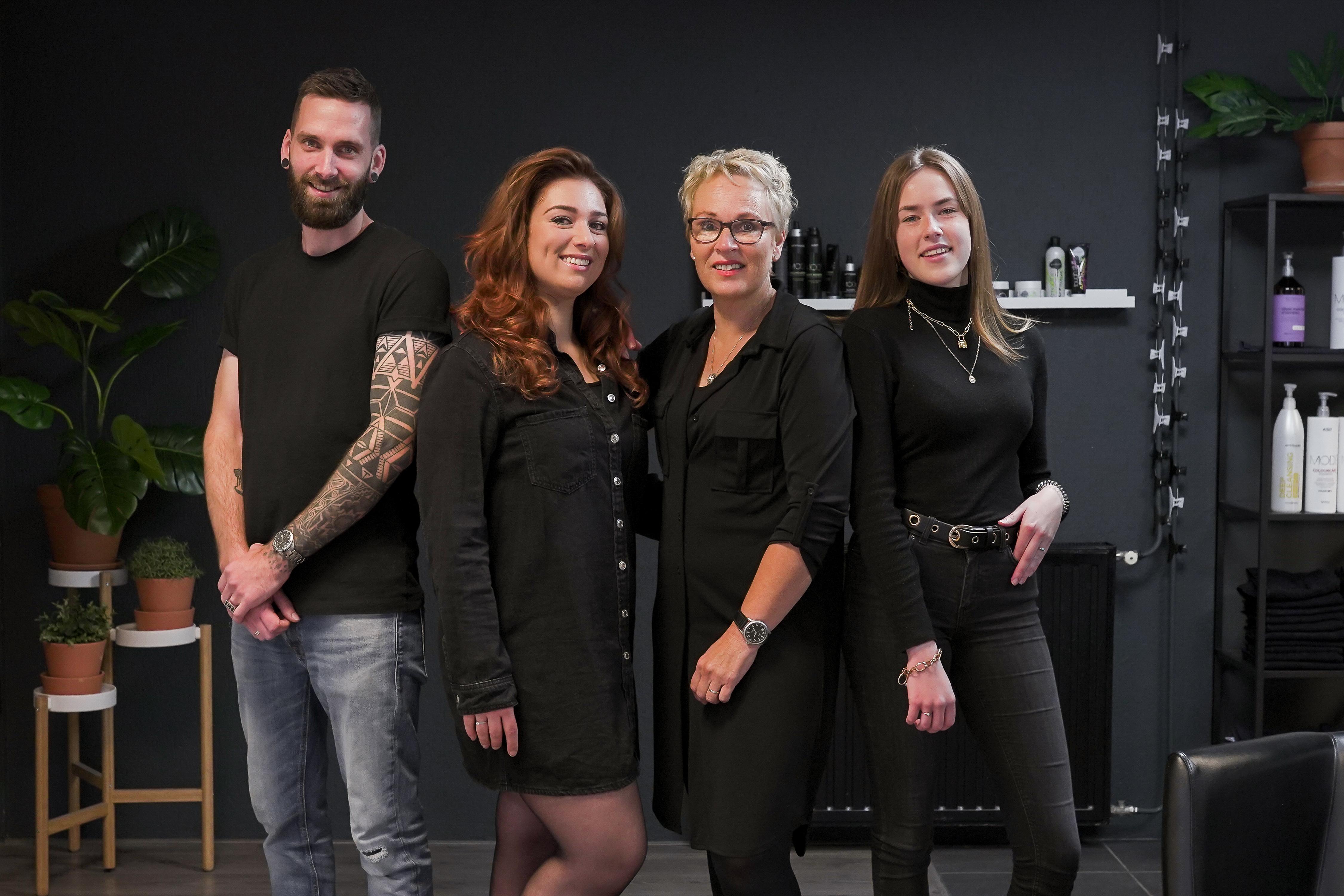 Het team van kapsalon Hairbitat